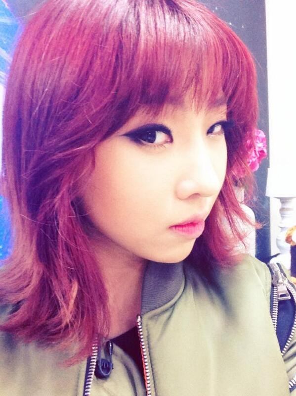 Photo 140227 Minzy S Requested Selca During 2ne1 S Aon Open Rehearsal On Naver Starcast