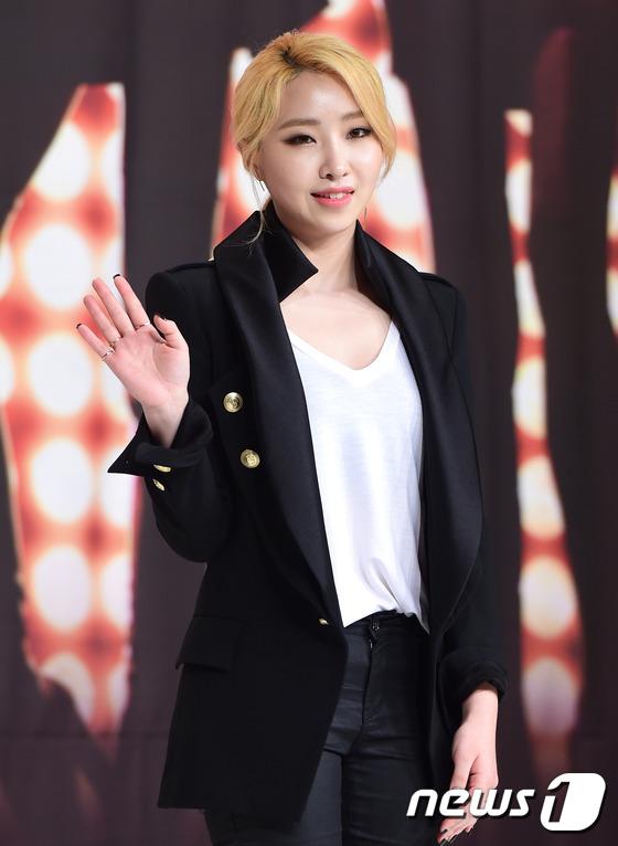 가수 공민지가 8일 오후 서울 영등포 타임스퀘어에서 열린 kbs2 예능 프로그램 '언니들의 슬램덩크2' 제작발표회에 참석하고 있다.